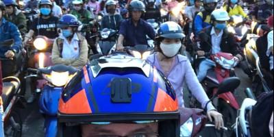 Motocyklem przez ulice Wietnamu - Adrian Zagrodzki