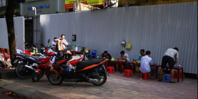 Uliczny fryzjer w Wietnamie – relacja Krzysztofa